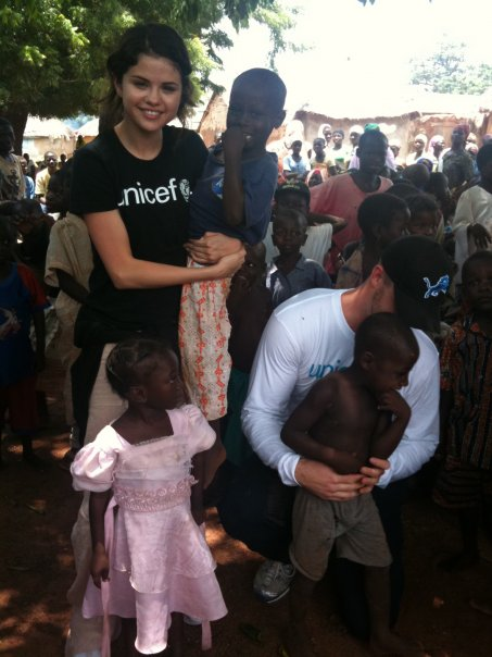 Selena on her mission with Unicef in Ghana