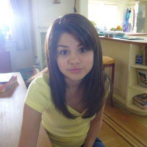 New rare pics of Selena