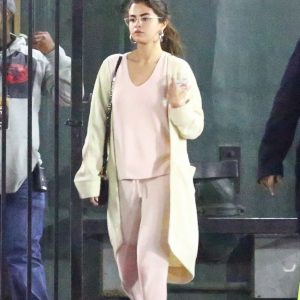 Selena leaving Bible study lesson in Los Angeles