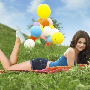New pics from Selena's photoshoot for Dream Out Loud 2010