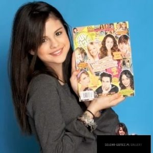 New rare pics of Selena from various photoshoots from 2010