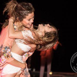 New pics of Selena dancing in Jamaica