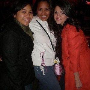 New pic of Selena on set of Cruella De Vil music video in 2008