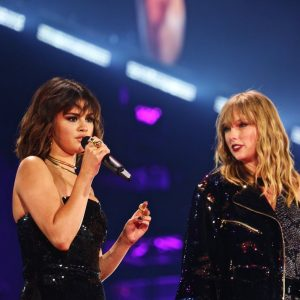 19 May More pics and videos of Selena performing with Taylor Swift in Pasadena, CA