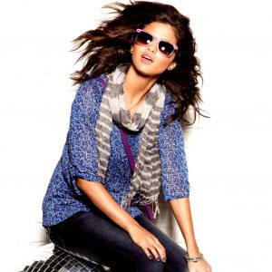 New rare pic of Selena from photoshoot for Dream Out Loud