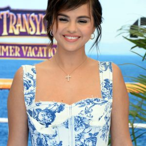 30 June Selena attending premiere of Hotel Transylvania 3 in Los Angeles