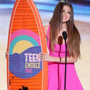 Vote for Selena at Teen Choice Awards 2018