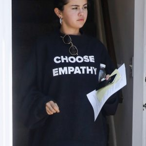 3 July Selena leaving doctor's office in Los Angeles
