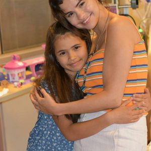 Selena visited a little fan at Children's Hospital