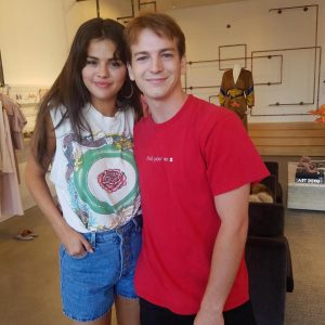 16 August selena with fans in Crystal Crive, California