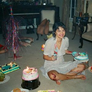 15 August @davidjameswhite_ on Instagram: #selenagomez having my cake and eating it