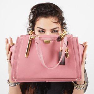 3 August @Coach on Twitter: For your eyes only: @selenagomez with our exclusive new Dreamer bag