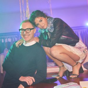 30 August @StuartVevers on Twitter: on set with #selenagomez