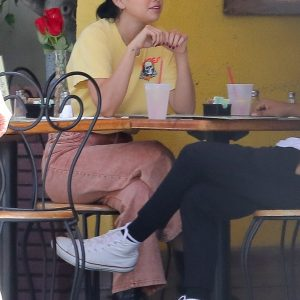 21 September Selena spotted grabbing lunch in Beverly Hills