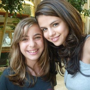17 November new rare pics of Selena with fans on set of Monte Carlo in 2010