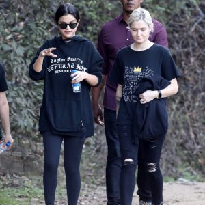 21 December Selena spotted hicking in Los Angeles