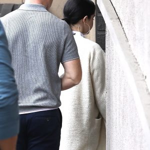 5 January Selena arriving at acupuncture session in Los Angeles