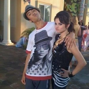 9 April new pics of Selena from set of Tell Me Something I Dont Know music video from 2008