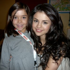 16 April new rare pics of Selena with a lil fan at Radio Disney in 2010