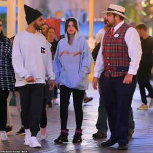 7 May Selena at Disneyland in Anahim, California