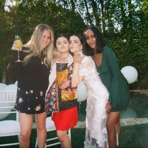 22 May new pic of Selena with friends from January