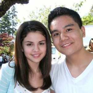 16 June new pics of Selena with fans on set of Ramona & Beezus from 2009