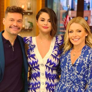 12 June Selena apperas on Live With Kelly And Ryan