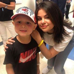 7 June more pics of Selena with children at CMH in Kansas