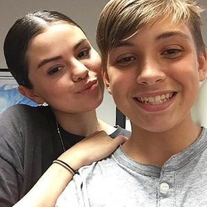 9 September new pic of Selena with a boy at Danny Jones Middle School in Texas