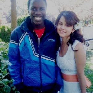 1 September Selena with fans on set of Ramona & Beezus in 2009