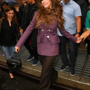 29 October Selena leaving radio Z100 New York and takes pics with fans in New York