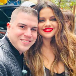 28 October more pics of Selena with fans in New York
