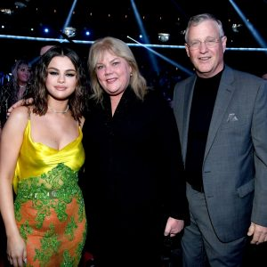 24 November more new pics of Selena at the audience and new pics and videos from red carpet of American Music Awards