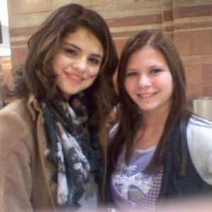 30 November new pics of Selena with fans from 2009
