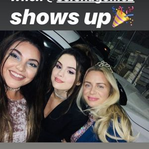10 November Selena with friends at Julia Michaels' birthday party