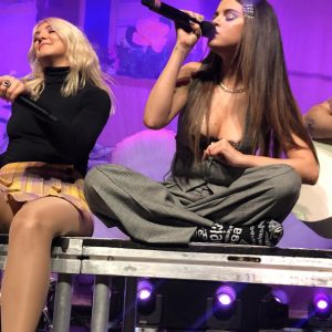 11 November watch full performance of Julia Michaels with Selena