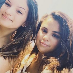23 July new pic of Selena with a fan in Capri, Italy