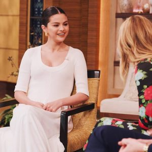 "13 January Selena appeared on ""Live with Kelly And Ryan"""