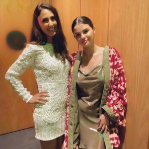 1 January Selena with a fan in Hawaii