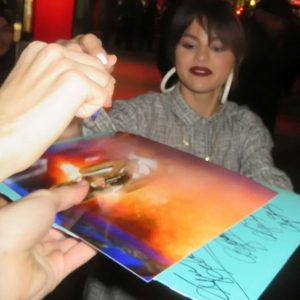 13/14 January Selena with fans in New York