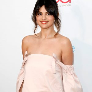 6 February Selena attending Hollywood Beauty Awards in Los Angeles, pics and videos inside