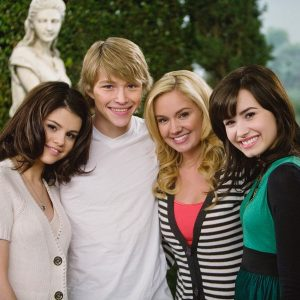 "1 May Selena with ""Sonny With A Chance"" cast in 2009"