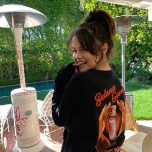 20 April new pic of Selena wearing Boyfriend merchandise