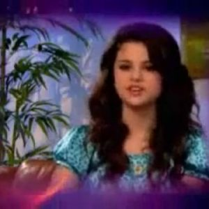 28 May Selena talks about her love for shopping and Alex Russo's style in the interview from 2008