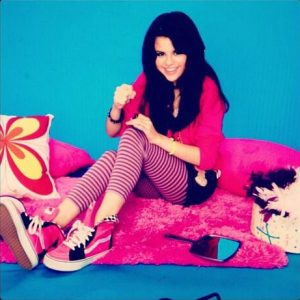 26 May teen Selena on set of her photoshoot for BOP/Tiger Beat Photoshoot in 2007