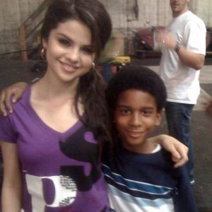 5 July new rare pics of Selena with fans