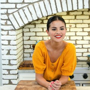 "12 August new still from ""Selena + Chef"""