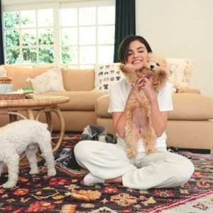 13 August new pic of Selena with puppies