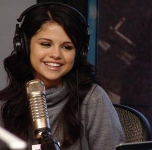 """24 August check out the ultimate throwback Selena gives interview on """"On Air With Ryan Seacrest"""" in 2007"""