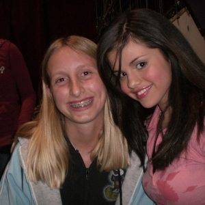 16 August new throwback pics of Selena with fans on set of WOWP in 2007